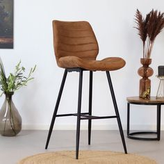 Looking for a real eyecatcher in your interior? Then the Morris bar stool might be something for you! The Morris bar stool is tough, practical and has a great seating comfort. Industrial Floor Lamps, Industrial Dining Chairs, Modern Bar Stools, Rustic Room, Furniture Placement, Living Styles, Modern Kitchen Design, Living Room Decor, Furniture Design