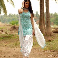The magic of Patiala Salwar Suit / Punjabi suit salvar - Panjabi Club Designer Salwar Kameez, Salwar Kameez Simple, Salwar Suits Simple, Patiala Salwar Suits, Simple Indian Suits, White Salwar Suit, Salwar Designs, Patiala Suit Designs, Kurta Designs Women