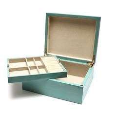 This elegant jewelry box is made of natural wood that is stained in a gorgeous soft blue color. It size is perfect and the top tray features room to store your rings, stud earrings, and various other Quick Diy Jewelry, Diy Jewelry Rings, Diy Jewelry To Sell, Diy Jewelry Necklace, Diy Jewelry Holder, Diy Jewelry Tutorials, Diy Jewelry Making, Cheap Jewelry, Simple Jewelry