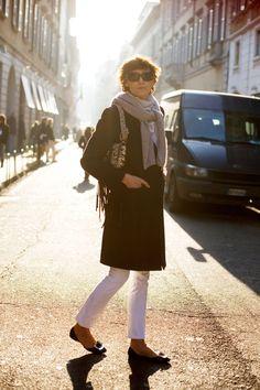 Ines de la Fressange - White pants ! The straight & short pants + feminine flats and coat + scarf