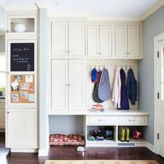 meuble d'entrée blanche et sur mesure doté de tiroirs pratiques