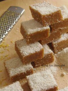 """Μπάρες με καρύδα και λεμόνι από το """"The one with all the tastes""""  http://laxtaristessyntages.blogspot.gr/2013/05/blog-post_20.html"""