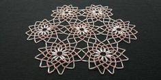 Rear Bead Crochet Doily Centerpiece, Shades of Pink, Vintage 90s, 25cm / 9.8in Vintage 70s, Vintage Pink, Etsy Vintage, Bead Crochet, Crochet Doilies, Table Toppers, Color Shades, Cotton Thread, Floral Motif
