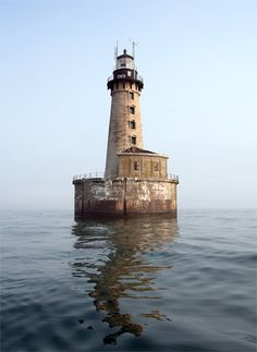 Stannard Rock Lighthouse, boat tour from Marquette, Michigan