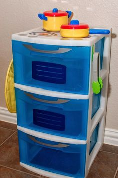 Pineapples and Pinecones: Organization in Disguise What a clever idea for organizing things for your child's play kitchen!