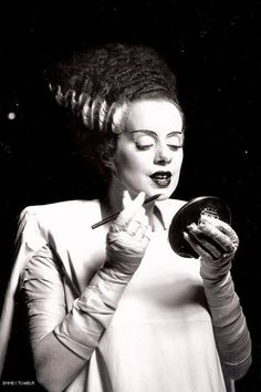 "Elsa Lanchester touches up her makeup on the set of ""Bride of Frankenstein"" Directed by James Whale. Behind the scenes photos. Retro Horror, Horror Icons, Vintage Horror, Horror Films, Horror Fiction, Horror Posters, Scary Movies, Old Movies, Terrifying Movies"