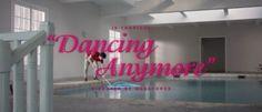 Les fantasmes sexuels d'un ado se matérialisent en images de synthèse. Clip sexy et NSWF avec filles nues. Dancing Anymore - Is Tropical.