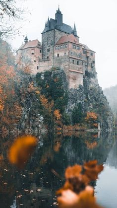 on medievalculture Kriebstein Castle (Germany: Burg Kriebstein) is a castle in Kriebstein near the town of Waldheim in the German Beautiful Castles, Beautiful Buildings, Beautiful World, Beautiful Places, Germany Castles, Fairytale Castle, Medieval Castle, Fantasy Landscape, Abandoned Places