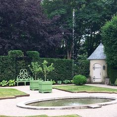 Wouldn't this be a beautiful garden to meditate in? It's a private garden in #newport that belongs to our friend @bettiebeardenpardee. We fell in love with her new #parterrebench that is now being produced as part of a new line of garden accessories. Isn't it great? #designertakeover @michaelddevine @thomasburakinteriors #gardens #newport #flowers #summer #style #green #classic