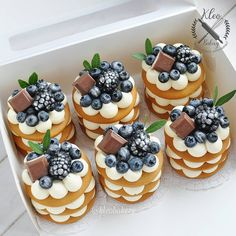 😋 ⠀ ⠀ Stay with 👉👉 to joy amazing desserts🍩🍰😋 ⠀ ⠀ Credits by ⠀ ⠀ Tag… Fancy Desserts, Just Desserts, Mini Cakes, Cupcake Cakes, Cupcakes, Cake Recipes, Dessert Recipes, Number Cakes, Number Birthday Cakes