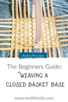 How to Weave a Closed Basket Base Basket Weaving Patterns, Loom Knitting Patterns, Knitting Tutorials, Free Knitting, Stitch Patterns, Weaving Tools, Weaving Projects, Flax Weaving, Hand Weaving