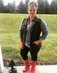 Classically Curvy Plus size fashion. Red Hunter Boots. Huntress. Utility Vest. Chambray.