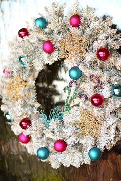 Create Traditional Romantic Christmas Decorations >> http://www.diynetwork.com/decorating/how-to-make-traditional-romantic-christmas-decorations/pictures/index.html?soc=pinterest