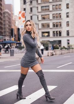 60 Over The Knee Boots Outfit Street Style Ideas 4 – Boots 2020 Long Boots Outfit, Thigh High Boots Outfit, Winter Boots Outfits, Sweater Dress Outfit, Sweater Dresses, Party Outfit Winter, Over The Knee Boot Outfit Night, Knee Boots, Outfits Mujer