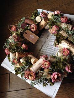 Wine Cork Wreath, Wine Cork Art, Wine Bottle Art, Wine Cork Crafts, Veggie Display, Flower Factory, Wine Cork Projects, Wine Decor, Deco Floral