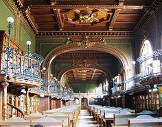 La sala lettura della biblioteca dell'Università Gheorghe Asachi di Iaşi, in Romania.