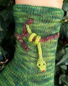 Knitting Socks, Knitting Ideas, Fingerless Gloves Knitted, Sock Shoes, Mittens, Crochet, Handmade, Bags, Design