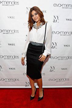EVA MENDES  Tras varios meses de ausencia, la actriz reapareció en la alfombra con la misma elegancia de siempre. Y es que no se podía perde...