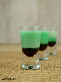 After Eight - przepis na shot After Eight, Cocktails, Drinks, Dessert Recipes, Desserts, Fruit Smoothies, Shots, Yummy Food, Tableware