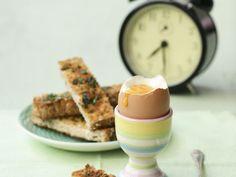 Weiches Ei mit Toast ist ein Rezept mit frischen Zutaten aus der Kategorie Kräuter. Probieren Sie dieses und weitere Rezepte von EAT SMARTER!