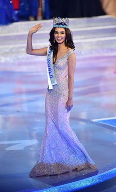 Miss India World 2017 Manushi Chillar, a adorable girl from Haryana, has made the country proud by winning the Miss World 2017 pageant here. India Beauty, Asian Beauty, Mode Old School, Estilo India, Miss Monde, Miss India, Bollywood Photos, Pageant Gowns, Miss Dress