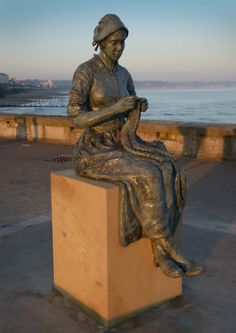 New statue in Bridlington, UK posted by UK Handknitting Association