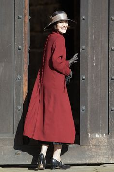 Lady Mary with a bit of laughter and a beautiful rust-coloured coat. Downton Abbey.