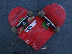 How I love my board, there are so many good times, though hurt, forever mine. Today is really busy so I send my skateboard a sweet and short haiku. Lets see some Valentines poetry to your bo… Skateboarding Frases, Skate Art, Vans Skate, Skater Boys, Skater Couple, Longboarding, Skateboard Art, Skateboard Furniture, Skateboards