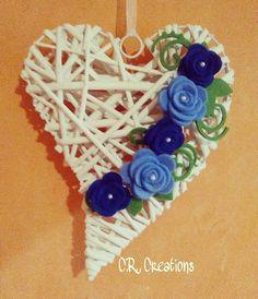 fuoriporta con cuore in vimini decorato con rose in feltro  #fuoriporta #outdoor #rose #flowers #roses #handamade #felt #feltro