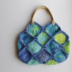 Sea Glass Crochet Bag - Begin this crochet design with the magic circle and complete it by joining together a number of crocheted granny squares.