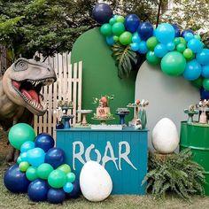 Dinosaur Party, Dinosaur Birthday, Baby Birthday, Birthday Party Themes, Die Dinos Baby, Baby Dino, Jungle Party, Safari Party, Balloon Decorations