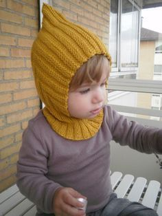 Kind of looks like a Pikmin, I need to show this to Novembrino Herman hat pattern free kids boys collared pixie pattern by Trude Baby Knitting Patterns, Baby Hats Knitting, Knitting For Kids, Baby Patterns, Free Knitting, Knitted Hats Kids, Knit Hats, Pull Bebe, Knitted Balaclava