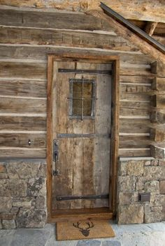 Log home living Rustic Doors, Wooden Doors, Log Cabin Living, Cabin Doors, Diy Cabin, Cabins And Cottages, Log Cabins, Old Doors, Log Homes