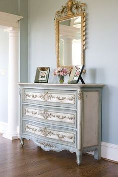 Looks like a blue-gray with OW and gold accents. Clear and then dark glaze, lightly distressed.