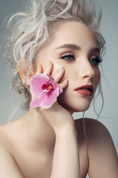 View top-quality stock photos of Beautiful Woman With Makeup And Stylish Hairstyle. Find premium, high-resolution stock photography at Getty Images. White Blonde Hair, Light Blonde Hair, Pale Blonde, Most Beautiful Faces, Beautiful People, Beautiful Women, Gorgeous Girl, Cool Makeup Looks, Rides Front