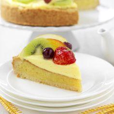 Romige fruittaart met amandelspijs                              -                                  Heerlijke romige fruittaart met amandelvulling en daarbovenop een roomvulling. En natuurlijk afgemaakt met vers fruit.