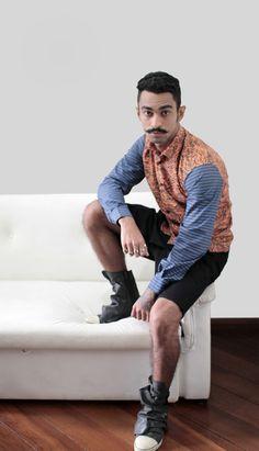 Camisa Manga Longa Tigre & Stripes  -Frente de botão com gola dobrada. -Punhos com botão. -Estampa integral de camuflagem tonal. -Composição 100% algodão