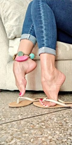 Fötter, feet, Füße Easy and Cheap Kitchen Designs Whether you are just moving in to a new place or y Pretty Toe Nails, Pretty Toes, Feet Soles, Women's Feet, Teen Feet, Feet Gallery, Foot Pics, Barefoot Girls, Feet Nails