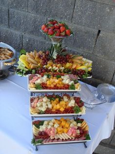 64 Super Ideas for fruit tray ideas for graduation cheese display Party Trays, Snacks Für Party, Appetizers For Party, Appetizer Recipes, Cheese Display, Food Platters, Cheese Platters, Cheese Table, Cheese Party