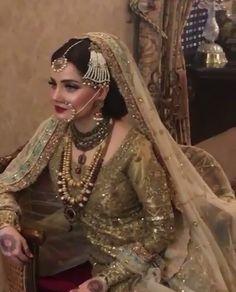 bridal jewelry for the radiant bride Bridal Mehndi Dresses, Pakistani Bridal Makeup, Pakistani Wedding Outfits, Indian Bridal Fashion, Pakistani Wedding Dresses, Pakistani Dress Design, Bridal Outfits, Nikkah Dress, Sari Dress