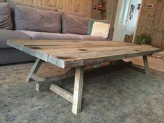 Salontafel op maat gemaakt met houten onderstel en wagonplanken blad Dining Table, Decor, Furniture, Table, Home, Rustic Dining Table, Pallet Table, Home Decor