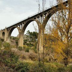 Si por algo puede presumir la ciudad de #Alcoy es por la gran cantidad de puentes que la jalonan. Como el Puente de las Siete Lunas #costablanca