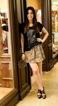 Camila Coutinho com animal print + camiseta rock n' roll. Super inspiração para o fds!
