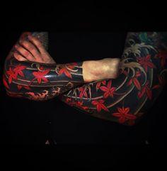 Japanese tattoo sleeves by @horitomo_stateofgrace. #japaneseink #japanesetattoo #irezumi #tebori #colortattoo #colorfultattoo #cooltattoo #largetattoo #armtattoo #tattoosleeve #mapleleaftattoo #blackwork #blackink #blacktattoo #wavetattoo #naturetattoo