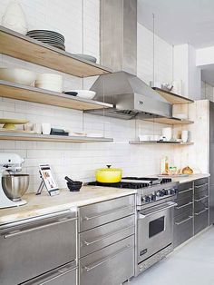 Loving this look! Re-create this design in your own kitchen with RAUVISIO metal: http://www.rehau.com/us-en/furniture/surfaces/metal