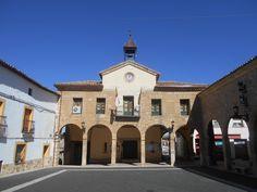 Plaza Mayor y Ayuntamiento.