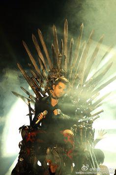 Adam Lambert meets Game Of Thrones...2015-11-11 Adam Lambert - live performance of Ghost Town - Carnival Night 11.11 in China
