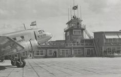 1940. Air traffic control tower at Shiphol airport in Amsterdam. Photo Serc. #amsterdam #1940 #Schiphol