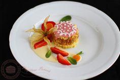 #Reteta #prajitura #punsch cu #nuci #rom si #glazura de bezea servita cu sos de #vanilie. Party Platters, Panna Cotta, Deserts, Eggs, Sweets, Caramel, Breakfast, Ethnic Recipes, Pancakes