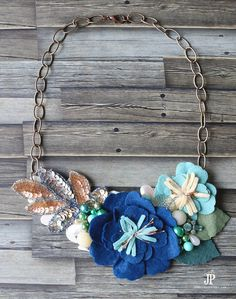 YOU can make this statement necklace TONIGHT! Step by step instructions plus an easy to follow VIDEO TUTORIAL on how to make a floral bib necklace for spring with felt flowers. By Jennifer Priest of Just JP and Hydrangea Hippo for Sizzix. Jewelry MIY: Floral Bib Necklace